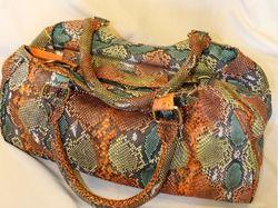 Клатчи из змеиной кожи змей: питона, кобры