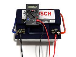 Измерение напряжения на аккумуляторе